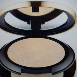 Este'e Lauder Double Wear Matte Powder